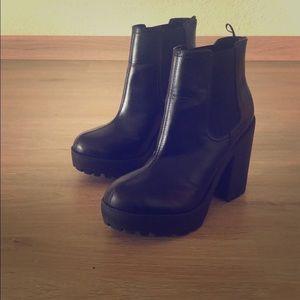H&M Black Platform Ankles Booties